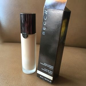 BECCA Perfecting Foundation in Light. Brand new